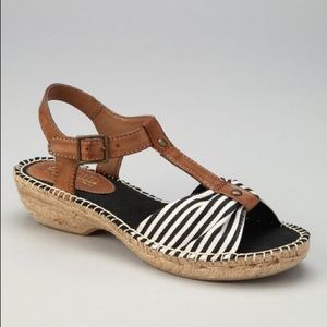 Cliffs by White Mountain Striped Sandals